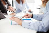 Pros and cons of doing group interviews